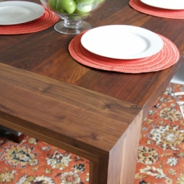 formal-dining-room-table-close-up