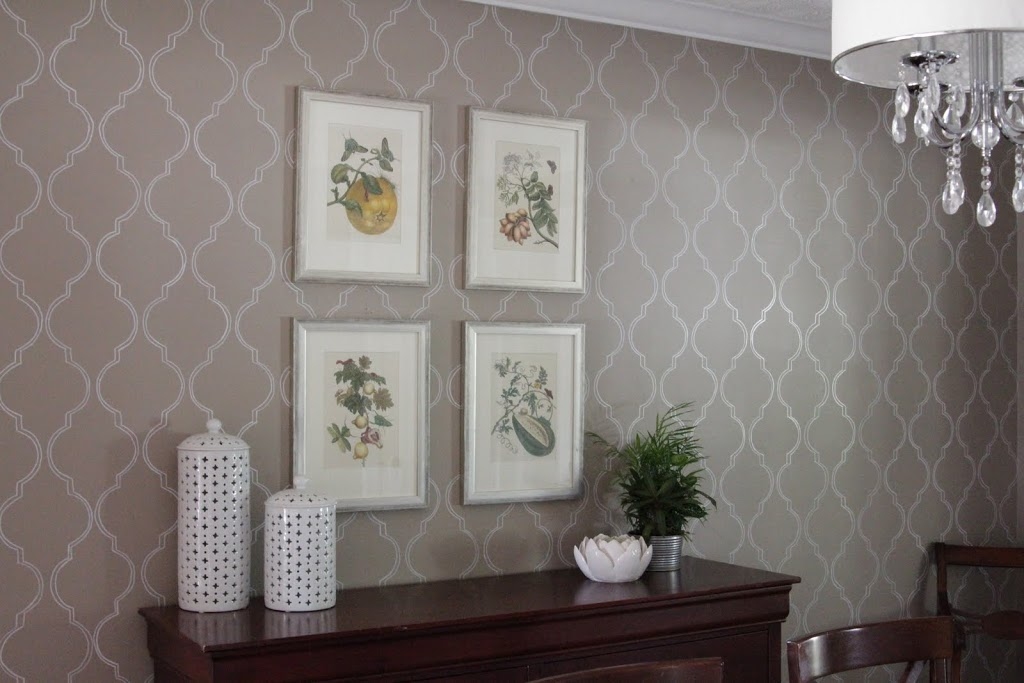Dining Room With Wallpaper Design Embossed