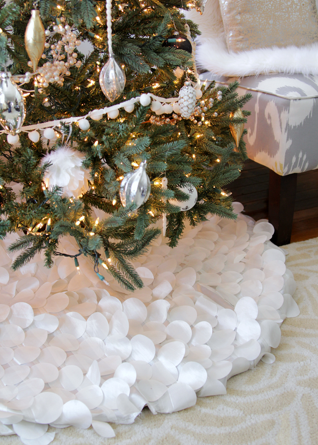 white snow tree skirt
