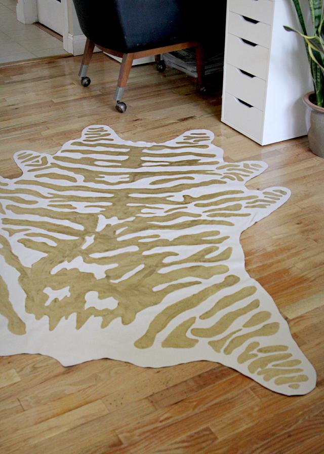 Diy faux zebra rug decor fix for Diy room decor zebra