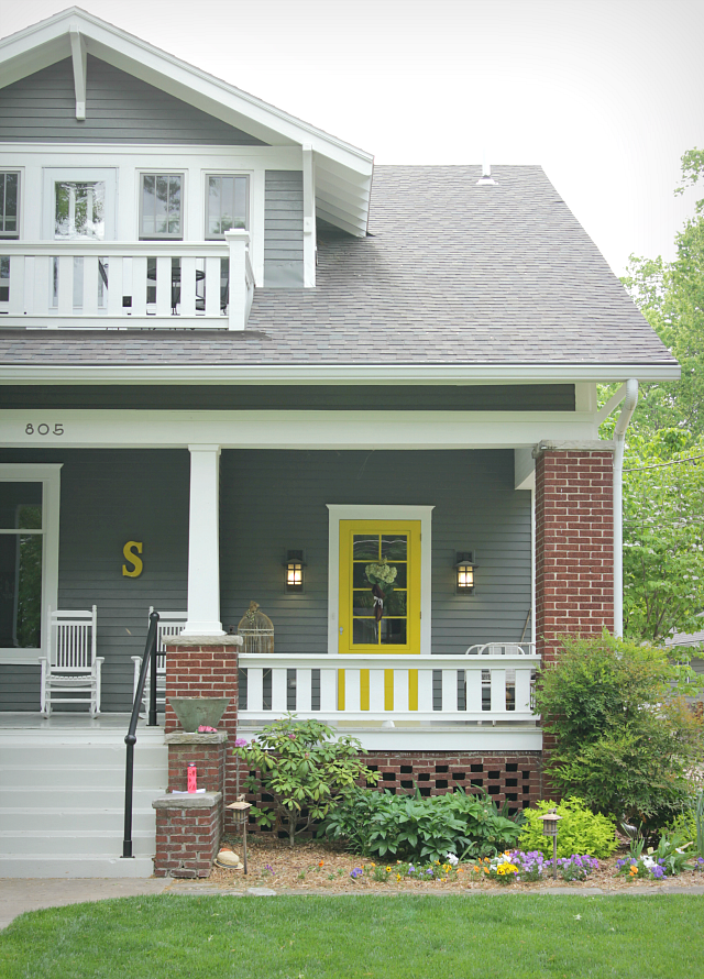 The best paint colors for your front door for What color roof should i get for my house